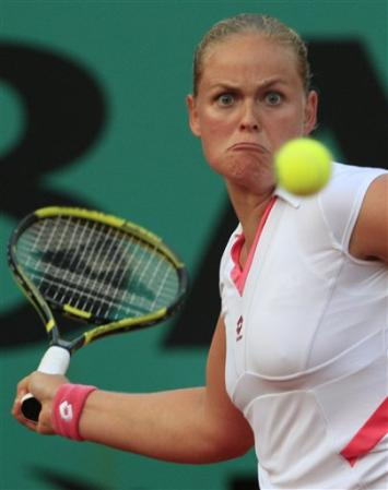nip slip tennis players Women