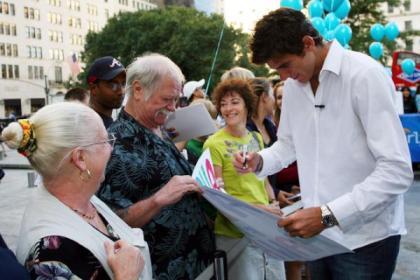 jmdp signs autographs