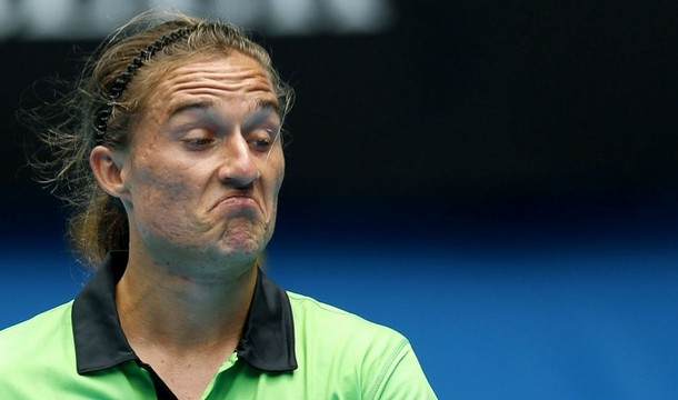 [IMG]http://newballs.files.wordpress.com/2011/01/dolgopolov-unimpressed.jpg[/IMG]